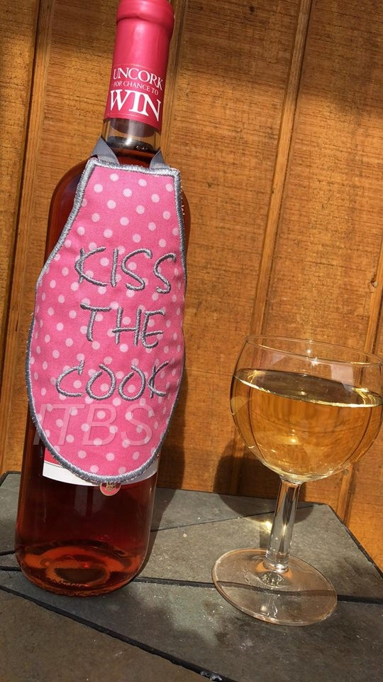 Kiss the Cook Bottle Apron 4x4 and 5x7