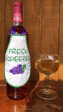 Fresh squeezed grapes Bottle apron 4x4 and 5x7